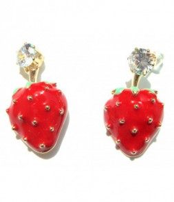 Boucles d'oreilles fraises sur montures dorées et strass