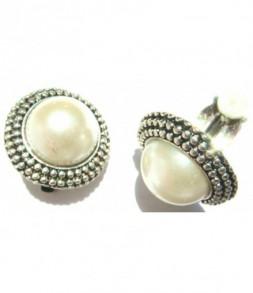 Clips, perle blanc nacré sur monture argentée