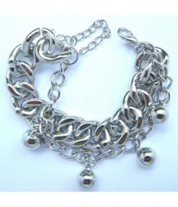 Chaines et perles argentées