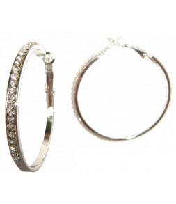 Les anneaux argentés strassés